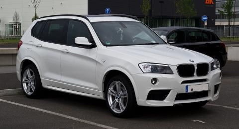 1280px-BMW_X3_M-Sportpaket_(F25)_–_Frontansicht_(1),_1._Mai_2012,_Düsseldorf.jpg
